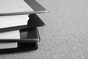 巨大IT企業に規制・定期調査を行う方針 - 山積みの資料