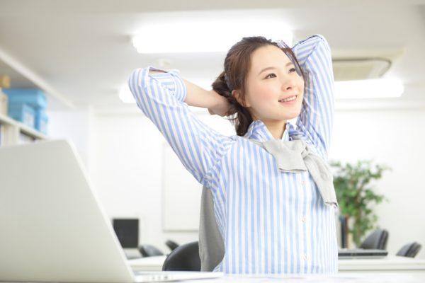 為替取引で大切な心得「休むも相場」 - 休憩する女性