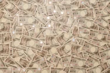 年金2000万円発言撤回と30代の年収と貯蓄