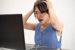 投資で損失を出した女性 - WHOがパンデミック宣言!相場への影響は?